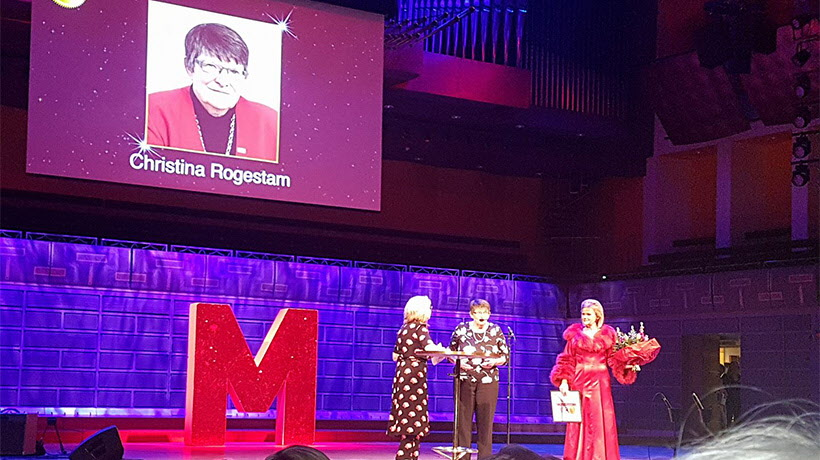 Christina Rogestam tar emot priset som Årets Maktmappie