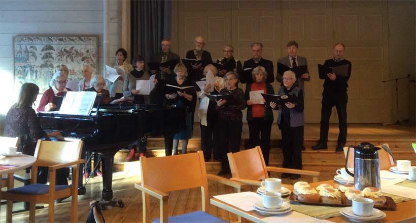 Stämbandet inledde fint med sånger av Benny Andersson