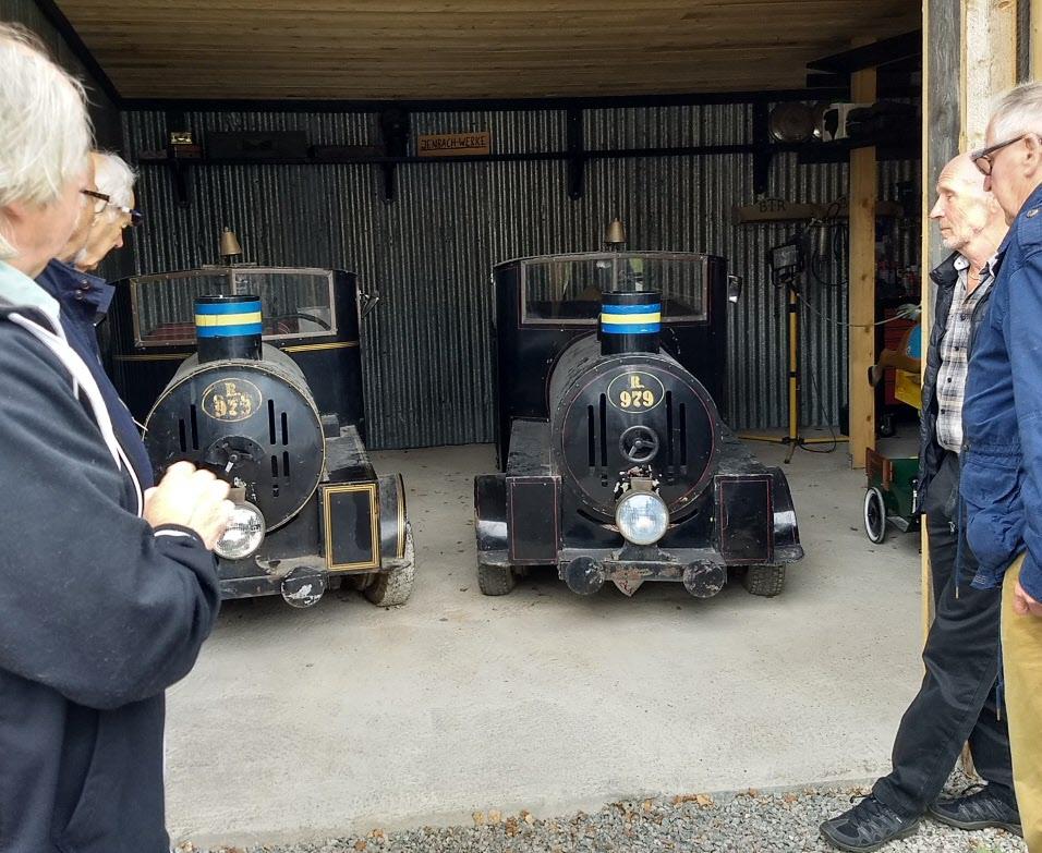 Dessa små lok med fordmotorer har ursprungligen dragit omkring besökarna på Skansen.