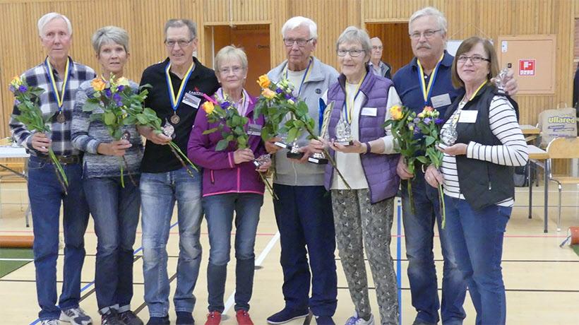 Från vänster: Majvor Berntsson och Stefan Berntsson (placering 4), Rose-Marie Philqvist och Lars-Åke Philqvist (placering 3), Gunilla Andersson och Tore Nilsson (vinnare), Margaretha Svensson och Inge Svensson (placering 2).