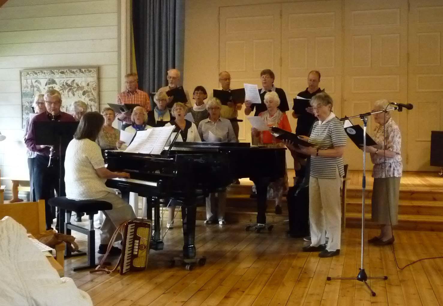 Kören sjunger på ett medlemsmöte