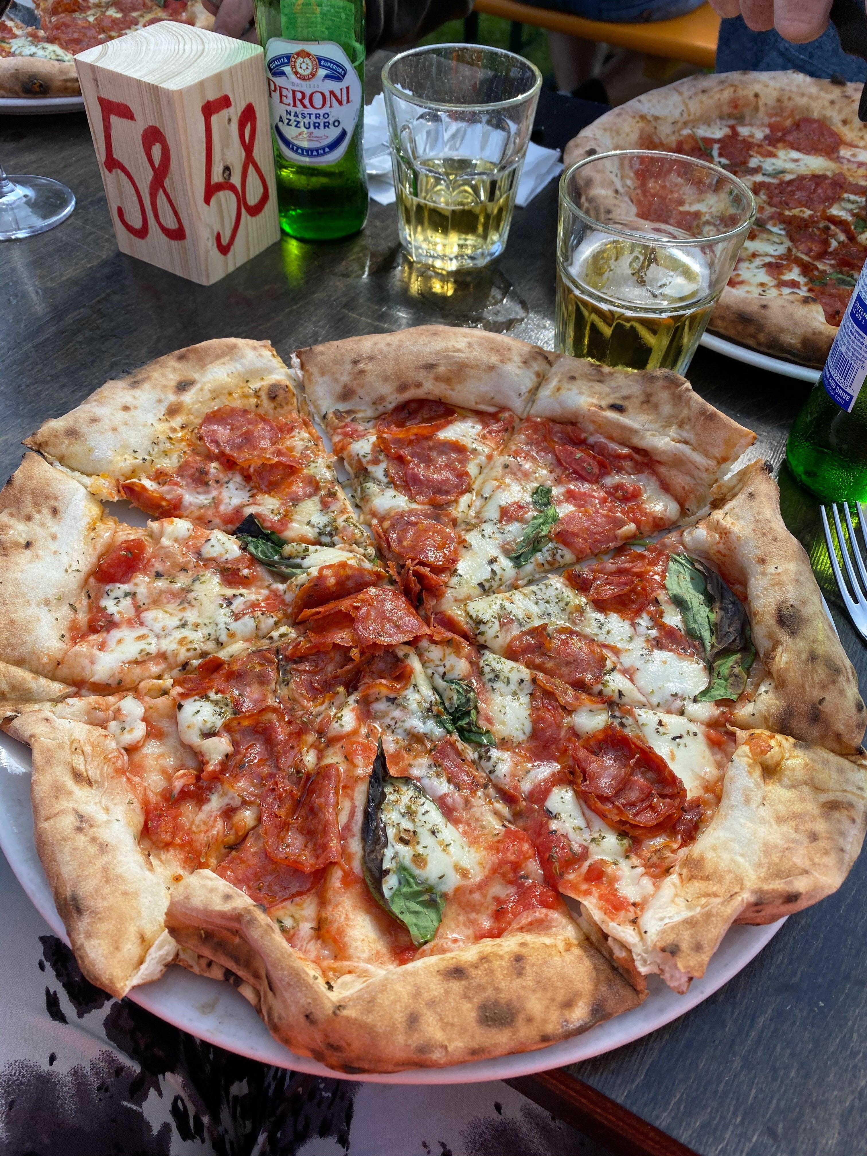 Pizza på Lilla Napoli mums