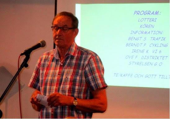 Berndt Petersson berättar om stundande cykelutflykter. Med hjälm förstås!