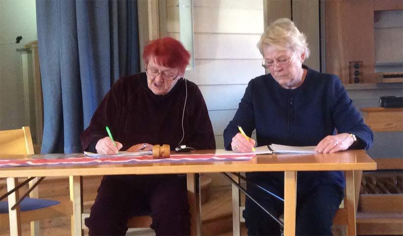 Åsa Björklund ordförande med Lotta Skalme som sekreterare ledde sedan årsmötet.