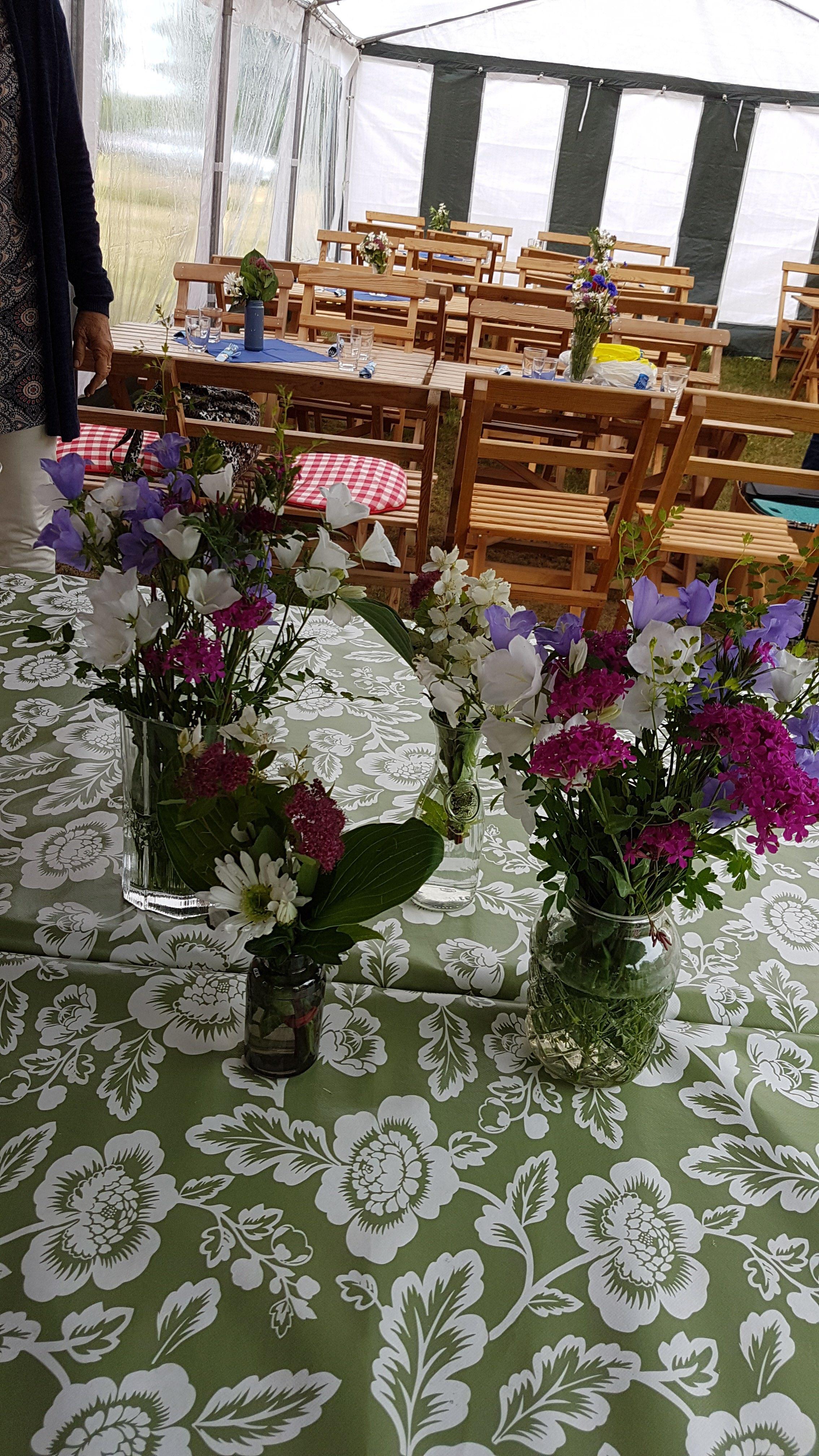 Vackert dukade bord