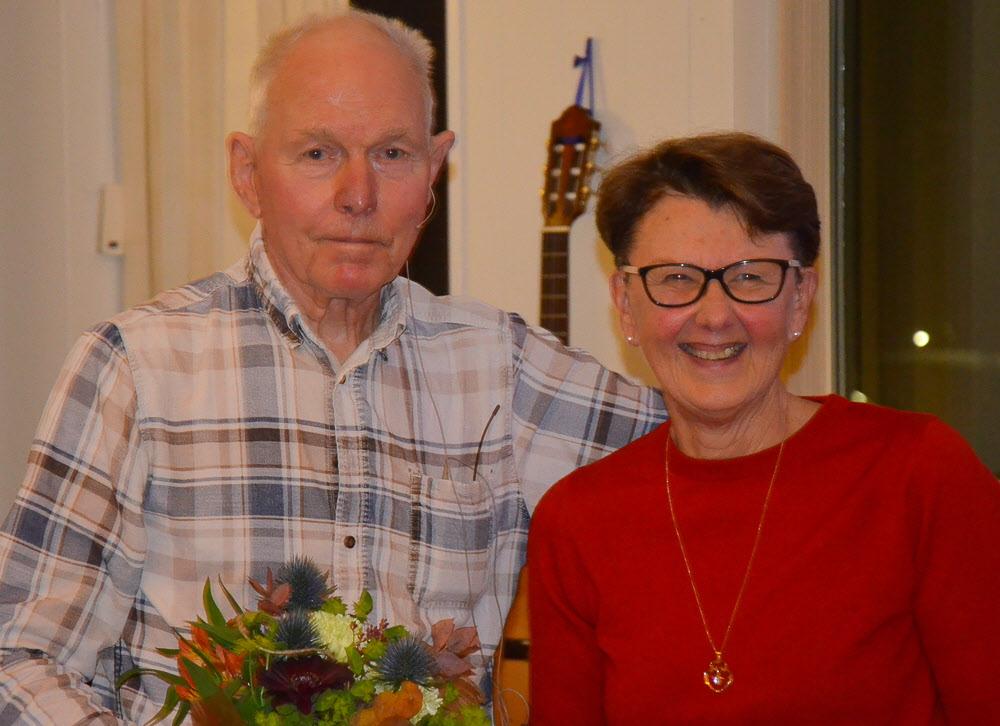 Margareta tackar kvällens föreläsare Ingemar Jonasson