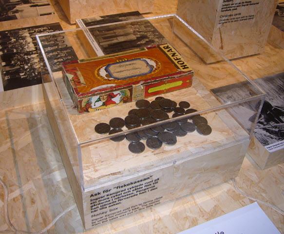 I den här lilla asken samlade ingvar Kamprad sina pengar när han cyklade omkring på sin mors cykel och sålde fisk till gårdarna runt omkring.
