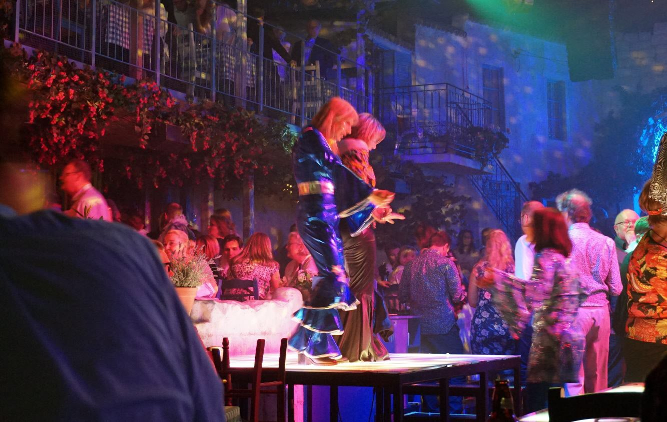 Här dansar man på bordet