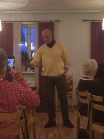Göran berättar historier och frågar gåtor