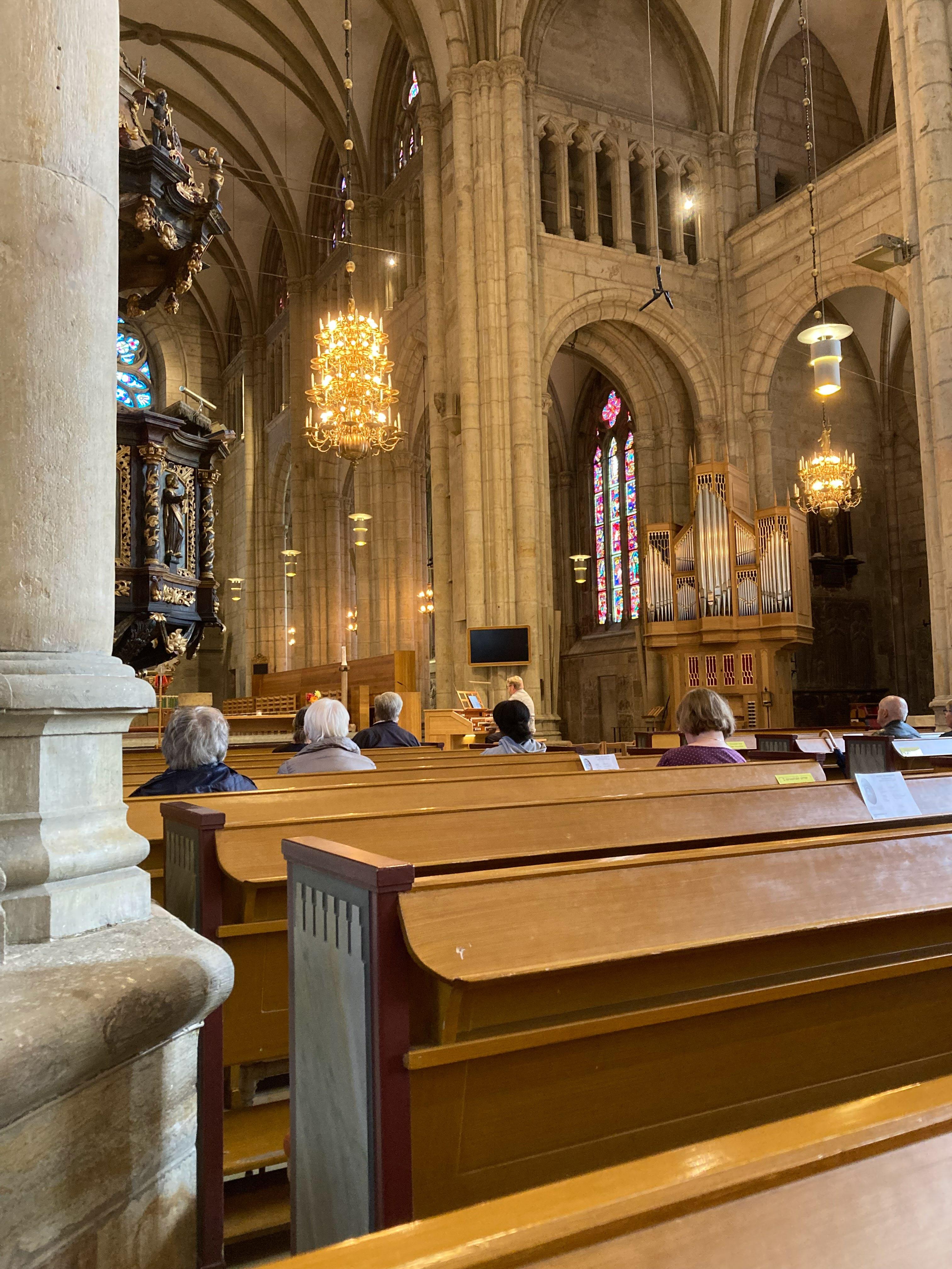 Vid vårt besök i kyrkan fick vi uppleva en kort orgelkonsert