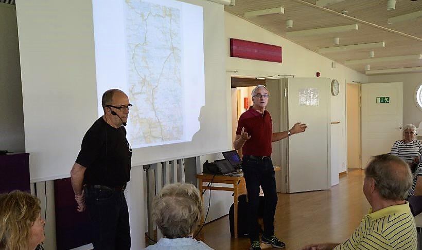 Inge Palmkvist och Jörgen Gustafsson visade kartan och beskrev de olika sevärdheterna.