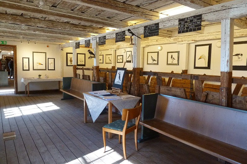 Ladan innehöll också ett galleri med tavlor (fågelmotiv förstås)