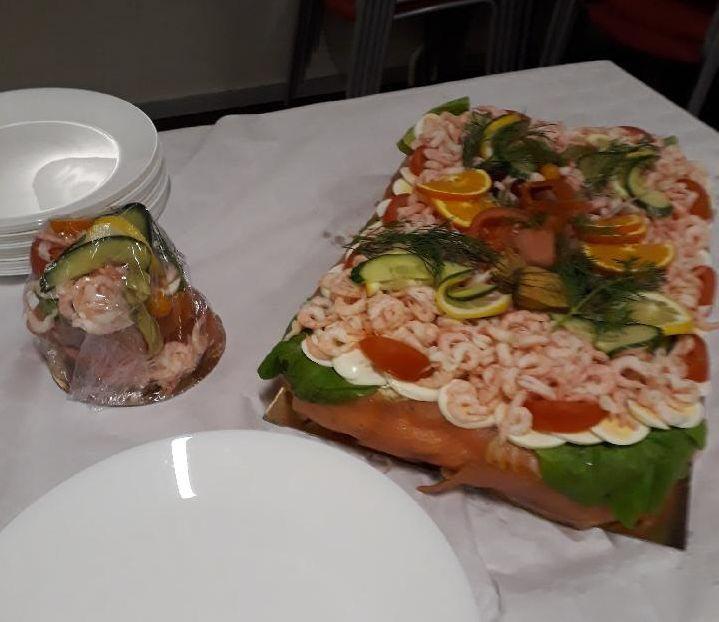 Smörgåstårta med räkfrossa