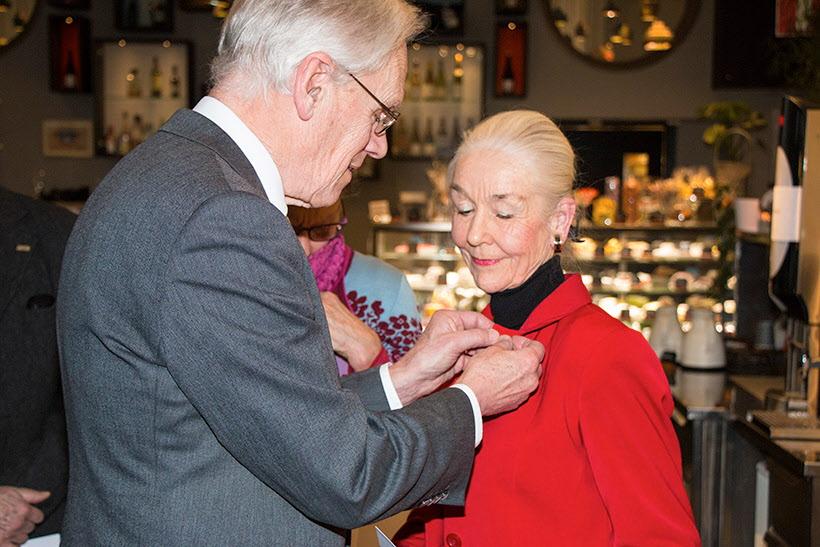 Ulla Nordström  får en silvernål