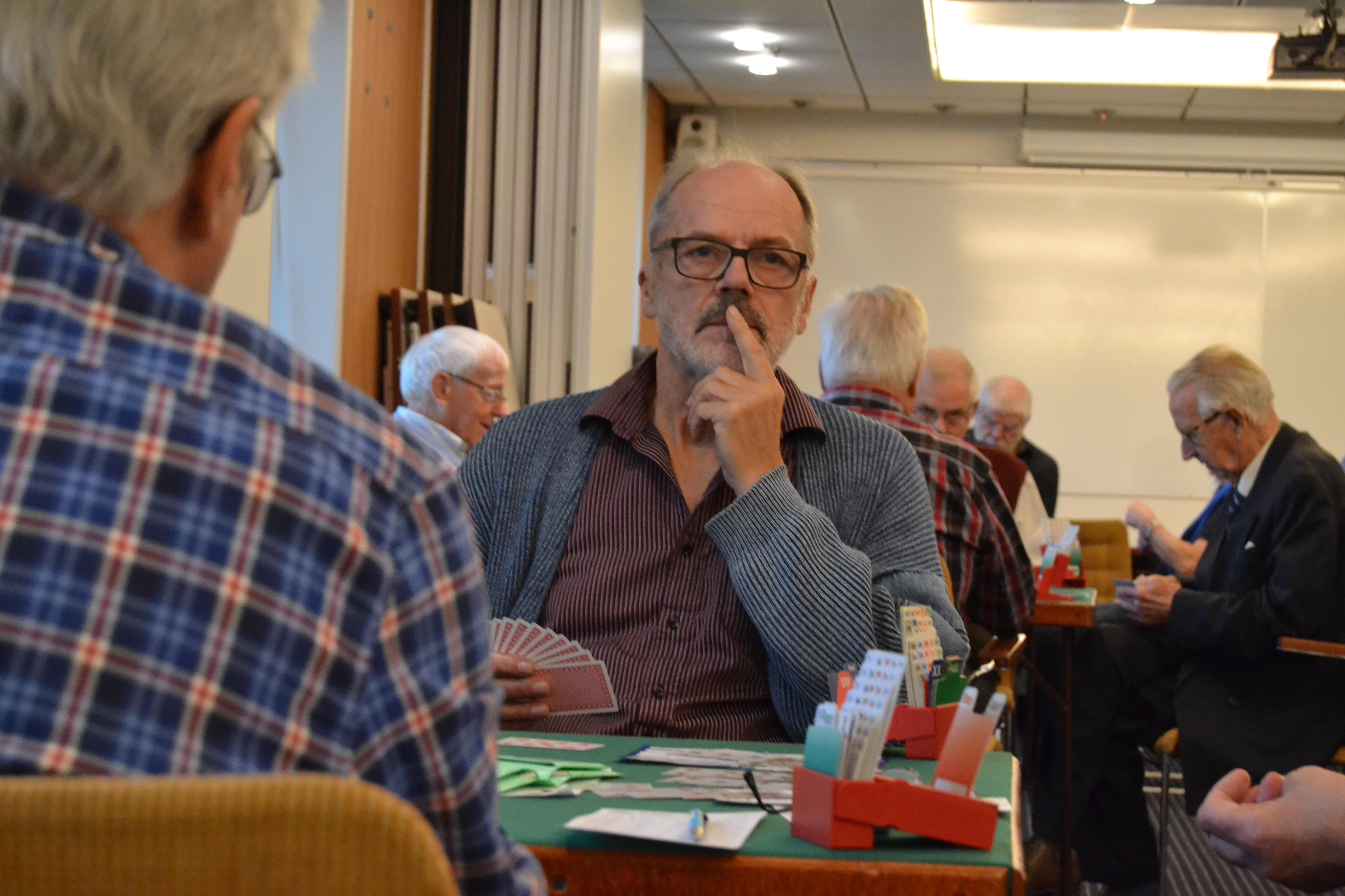 En fundersam Per-Olof Jonsson, SPF Seniorerna Oxelösund, spelade med Ronnie Persson från samma förening.