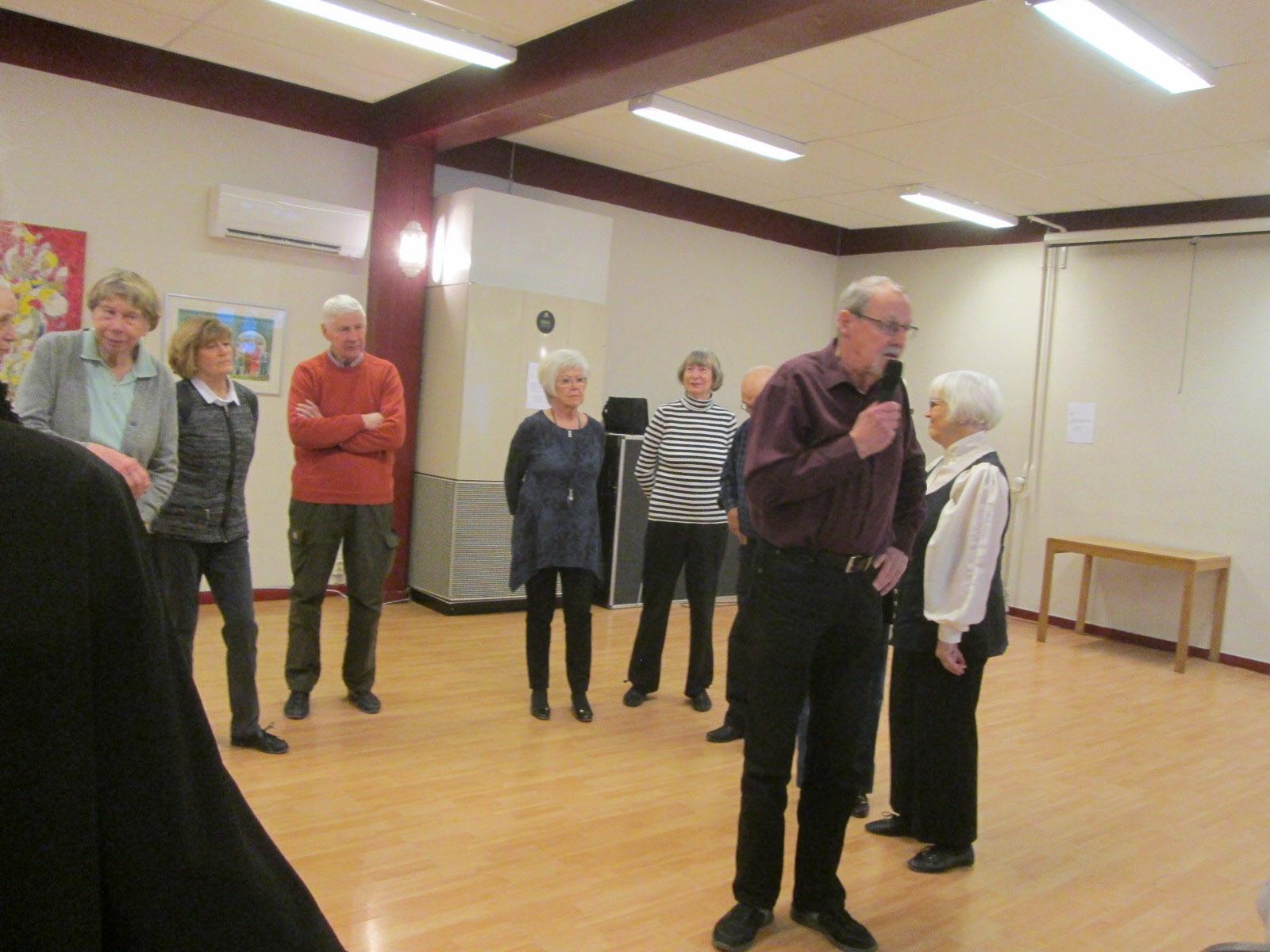 Lasse J presenterar seniordansarna