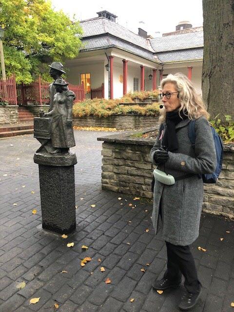 Djurgärds-Kalle och Emma. Vår guide Marie. Foto: B. Agazzi