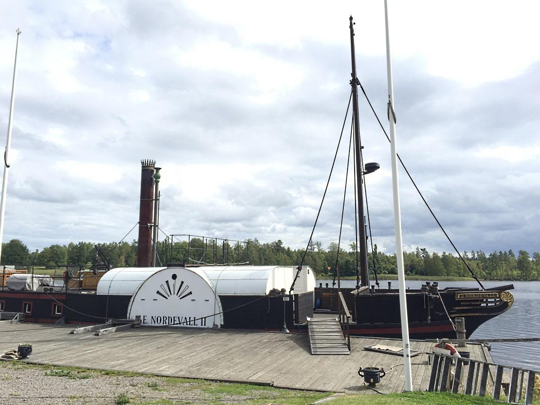 En replika av den gamla hjulångaren Eric Nordevall, byggd 1836, som förliste på Vättern 1856. Fartyget är byggt 1995-2011 i Forsvik.