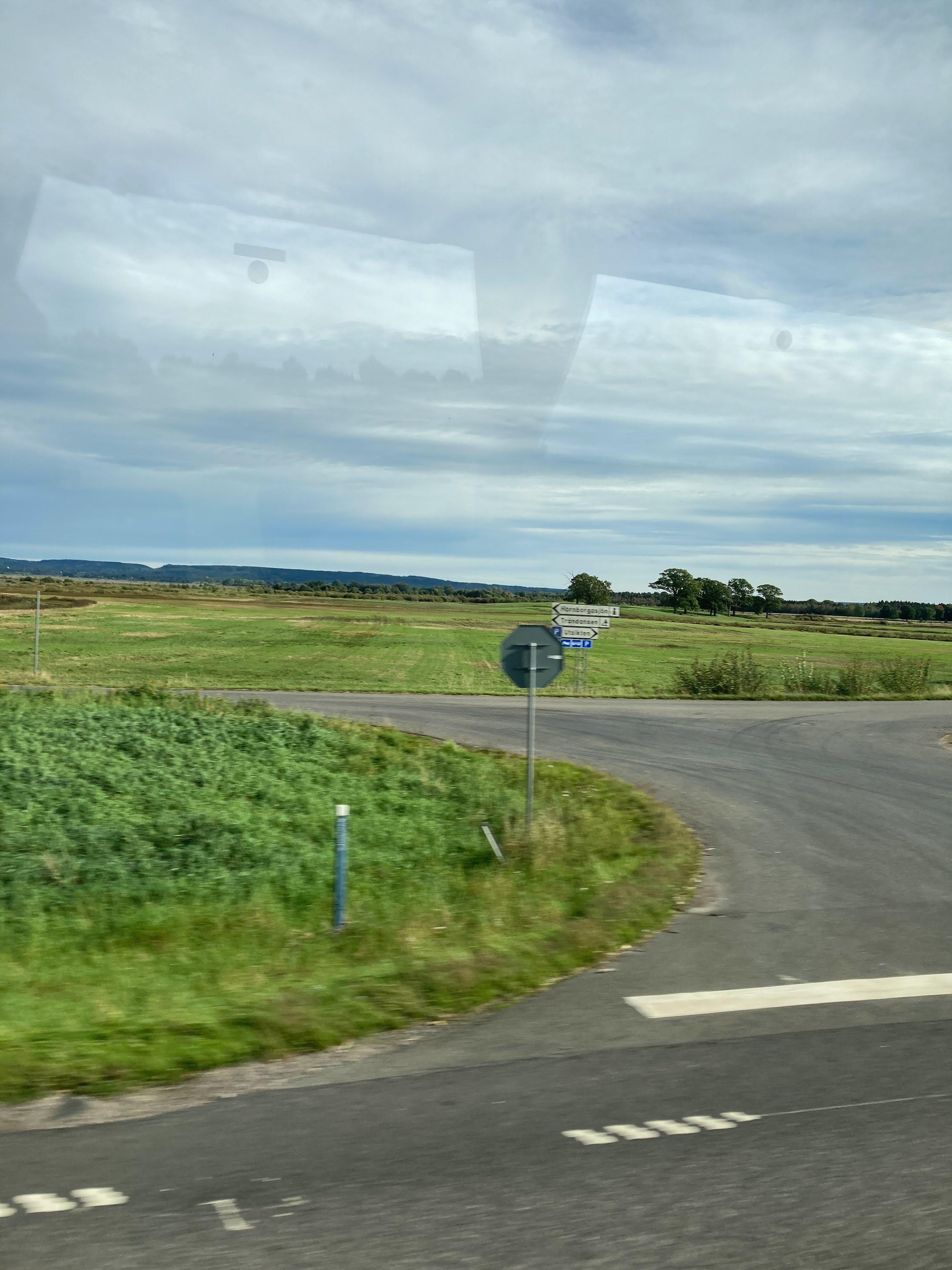 Roland rattade oss via Hornborgarsjön till Cesarstugan