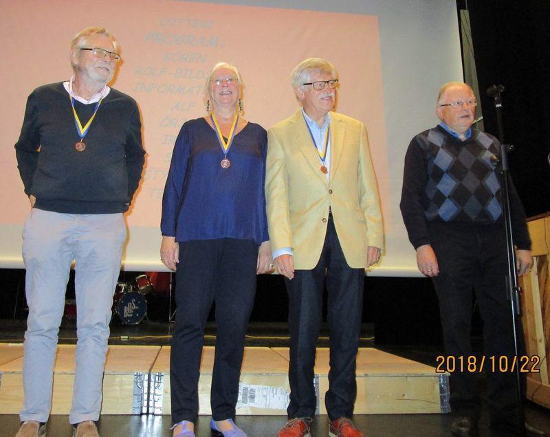 Bronsmedaljörerna i hjärnkoll: Per Bergman, Lottie Jernberg Bergman, Karl-Gustav Westman, samt lagledaren Sten Schön.