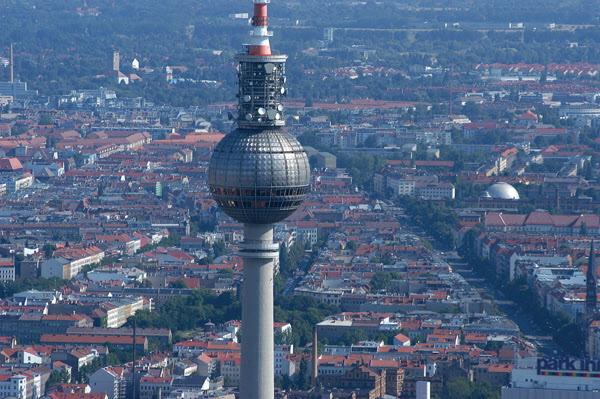 Bild: Tv-tornet i Berlin. Foto DZT