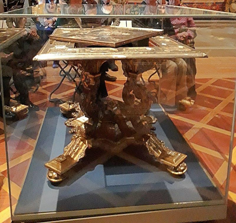 Ett spelbord i äkta guld