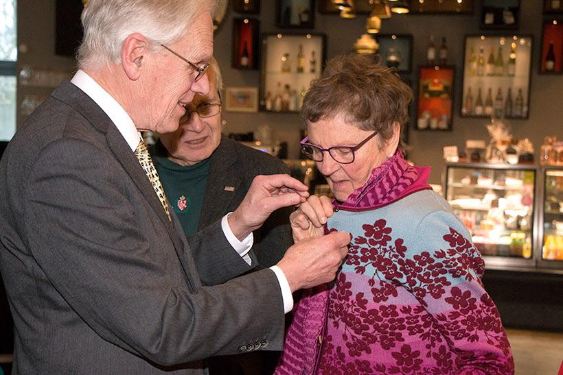 Gerd Hallin  får en silvernål