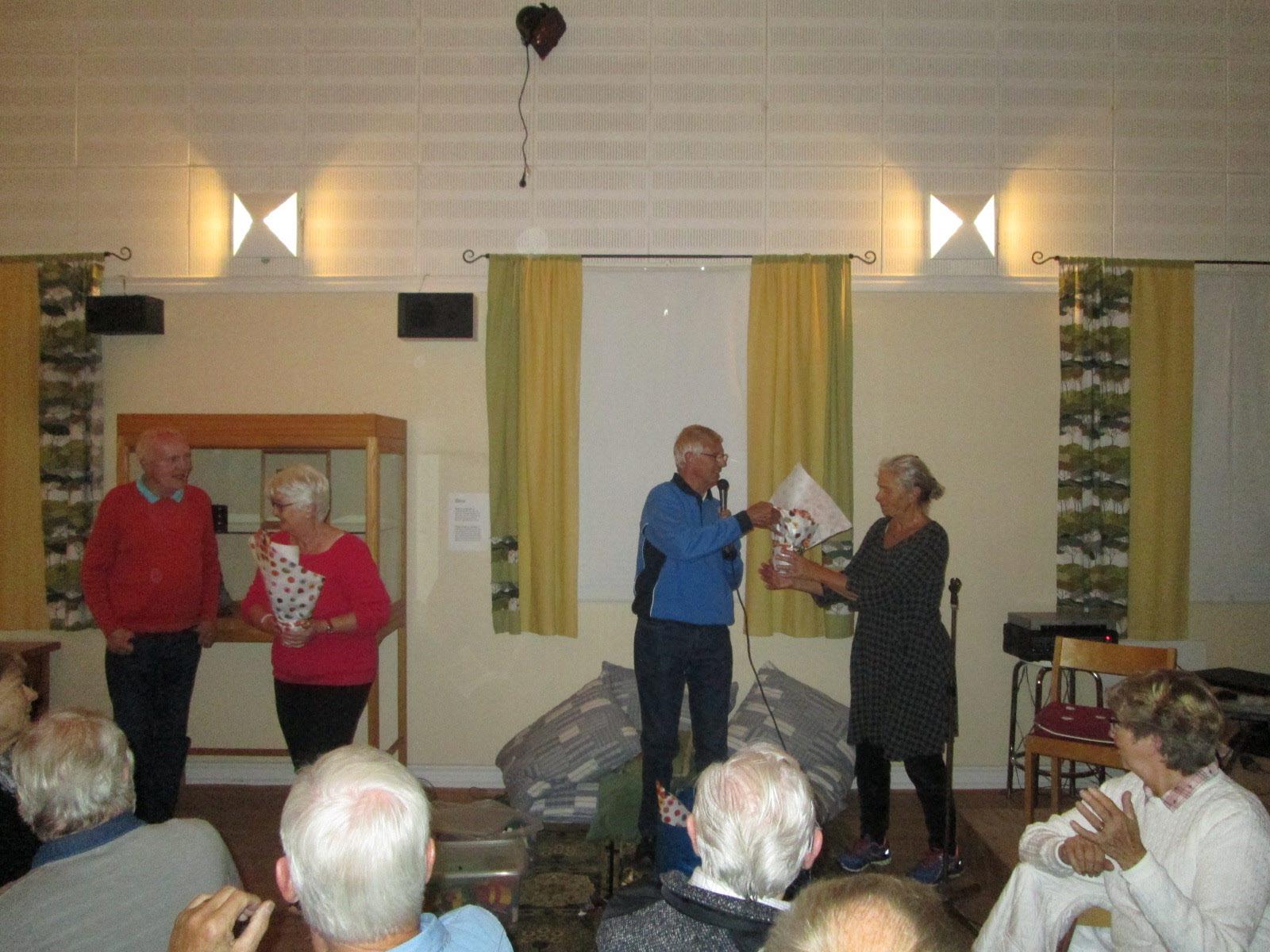 SPF ordf Wolfgang tackar Karin m fl under varma applåder för dagens suveräna Granithuggar program!