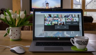 Övningar och hjälp med digitala möten från Vuxenskolan