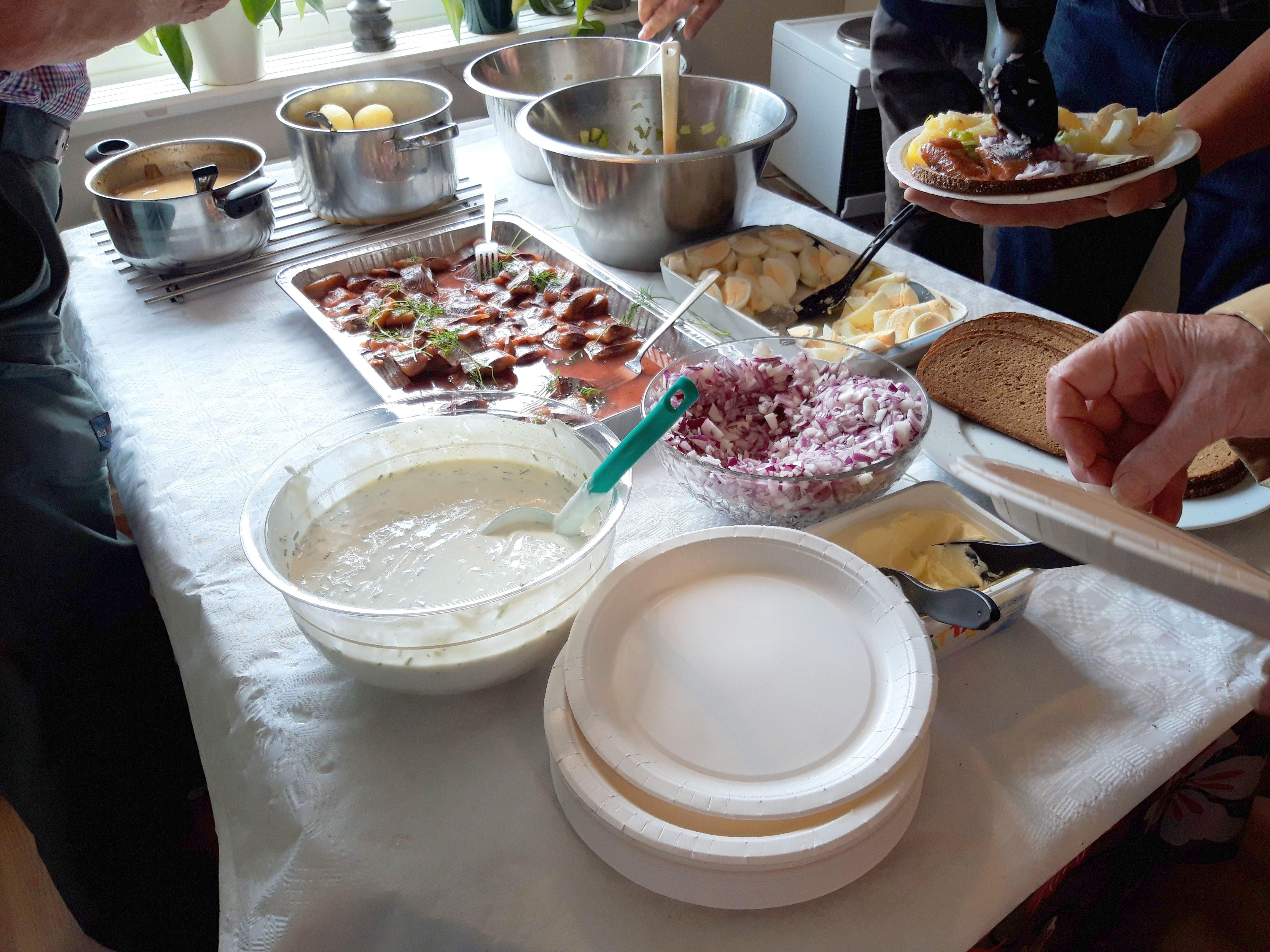 Bordet är dukat med godsaker