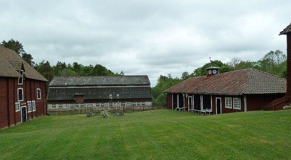 Ladans djur var indelade i 3 sektioner. Hästar till vänster, grisar i mitten, kor till höger.