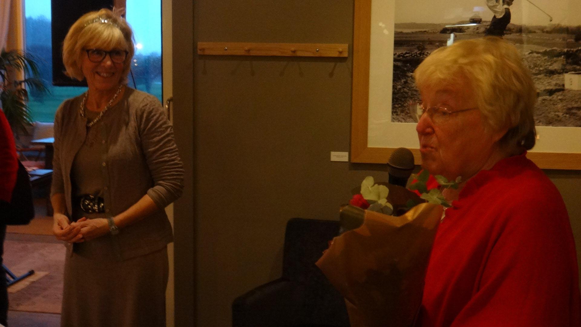 Karin tackar Gudrun för allt nedlagt arbete.