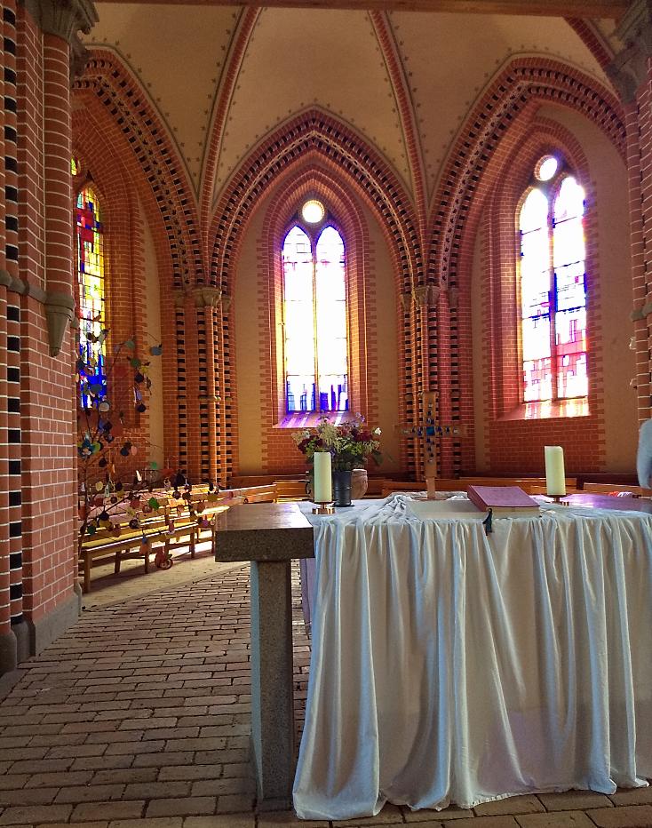 Hela interiören av kyrkan var renoverad.