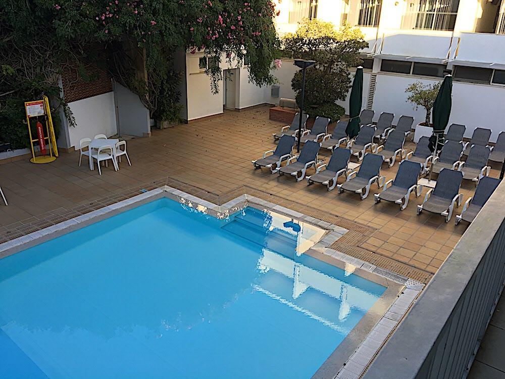 Poolen i Hotel Londres