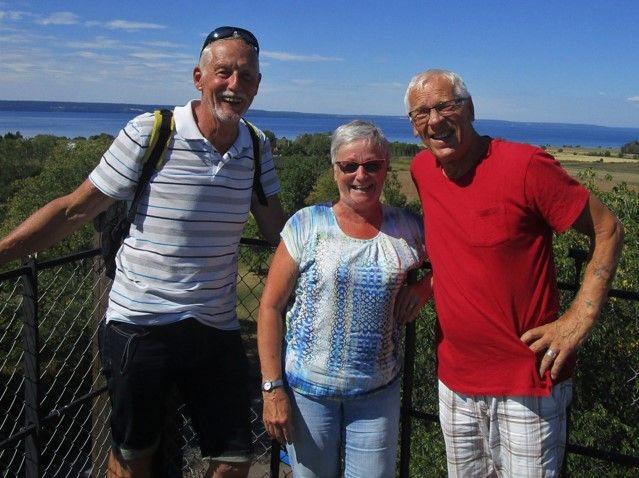Trio som, tillsammans med fotografen, vågade bestiga Kumlaby kyrktorn
