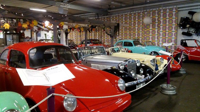Utställningen började med ett gäng replica. Från Porsche till MG. Alla byggda i plast på VW-chassin.