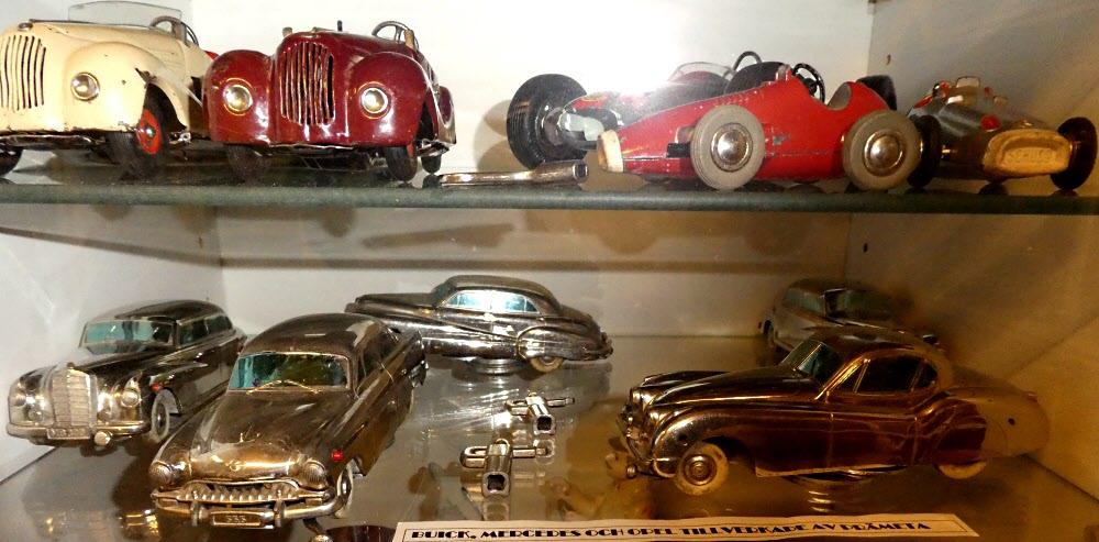 Den röda Ferrarin överst t hö har jag. De blanka hade jag också med betoning på hade!