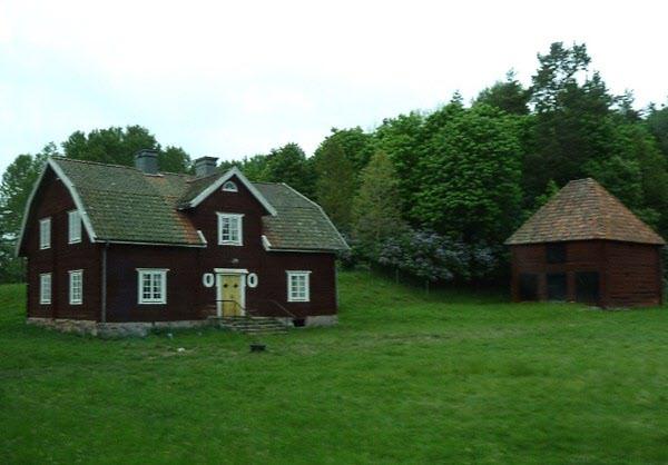 Bönderna i omgivningarna smidde spik åt bruket på vintrarna. I det fyrkantiga huset skedde invägningen på våren efter.