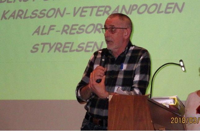 Lasse Möller talar om boule