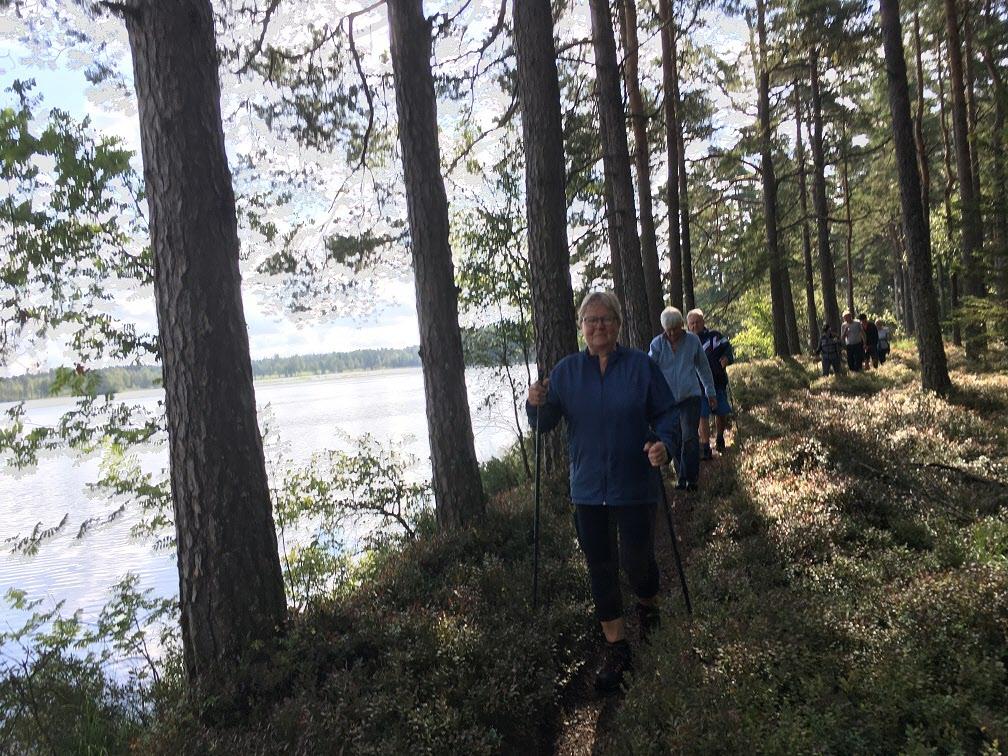Promenad på Lidhultsåsen utmed Askaken och Ältasjön.