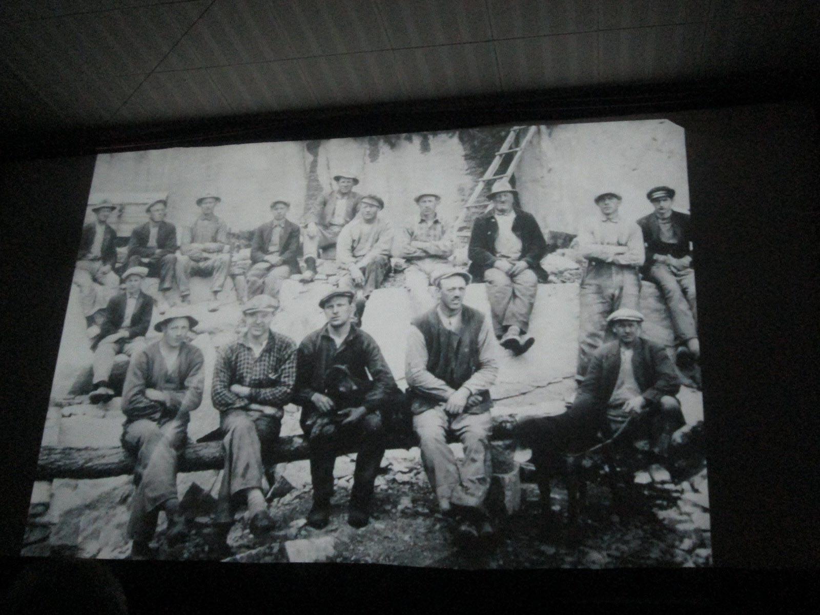 Efter det visades filmen Granitbergens döttrar. Här dock en del av männen