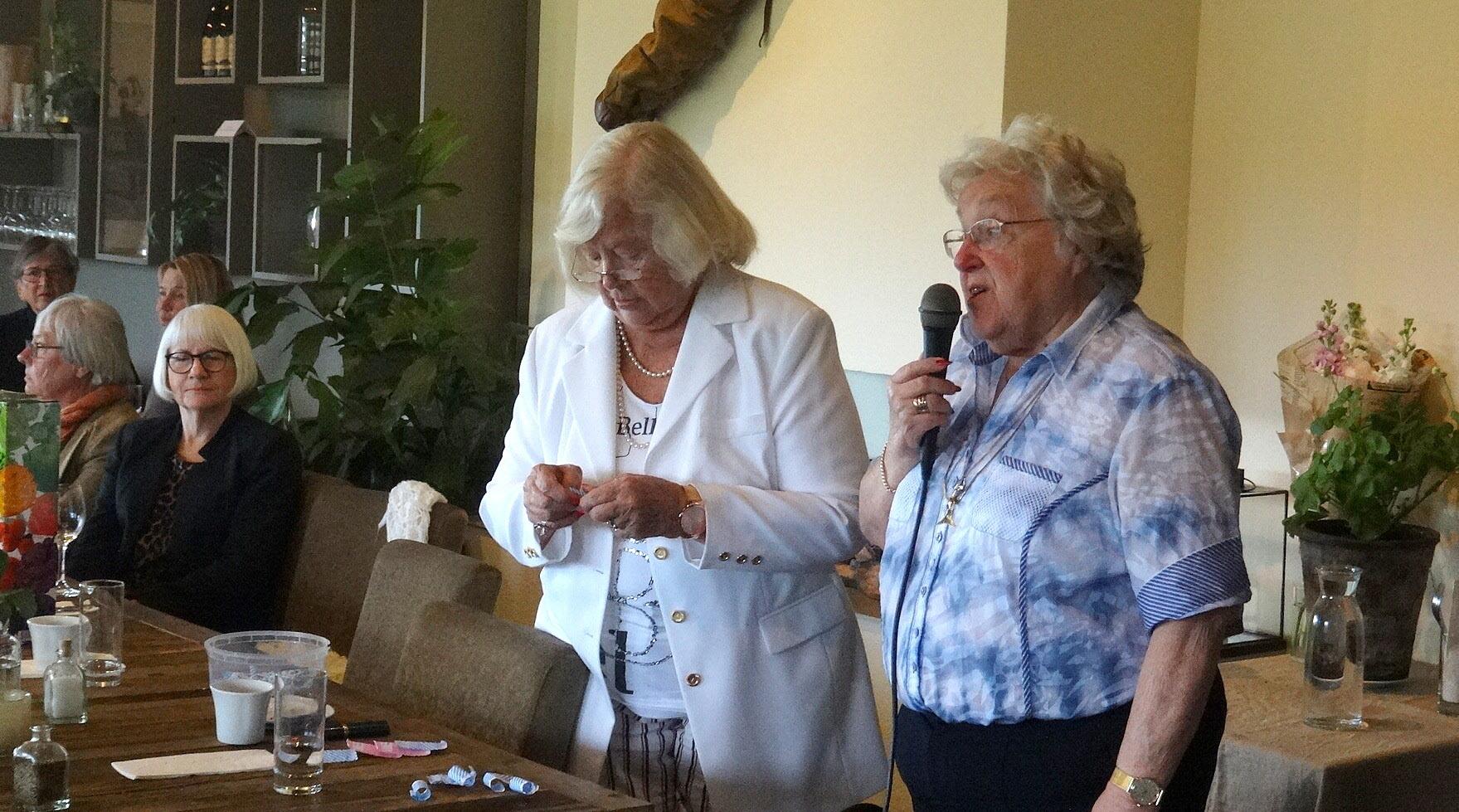Gudrun och Britt hanterar lotteriet