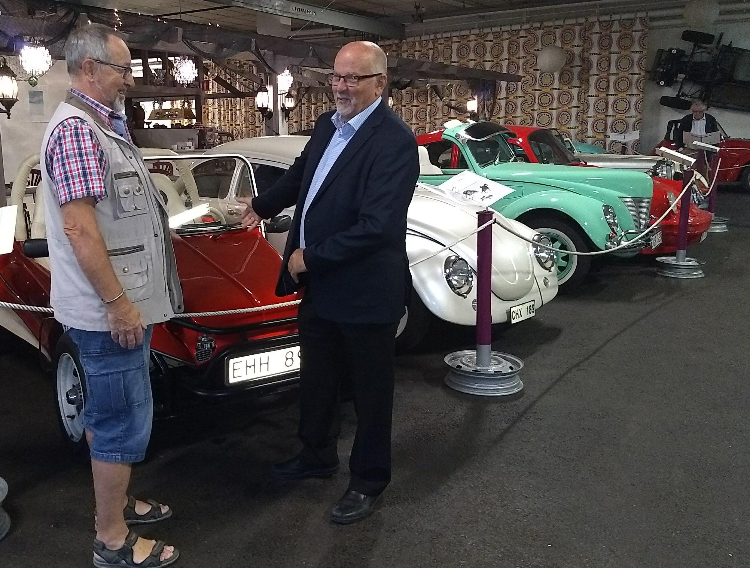Visst skulle Arne passa som bilförsäljare? Eller berättar han bara en bra bilhistoria?