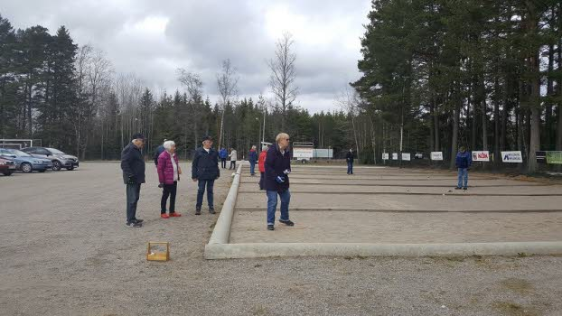 210413 Vårstart boule utomhus på IK Tuns banor.