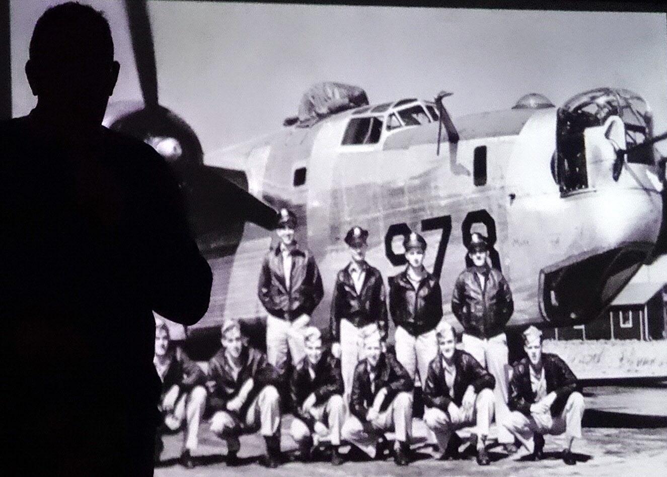 Amerikanska flygare och deras bombplan.