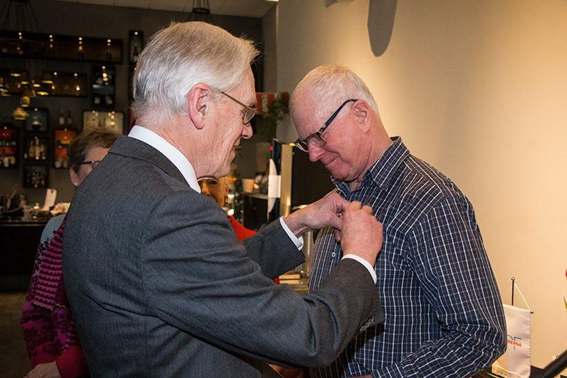 Lage Johannesson  får en silvernål