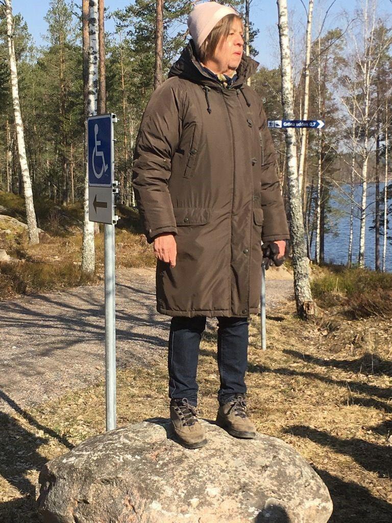 Catarina hälsar välkomna till årets första vandring. Foto: Ingrid Ericsson.