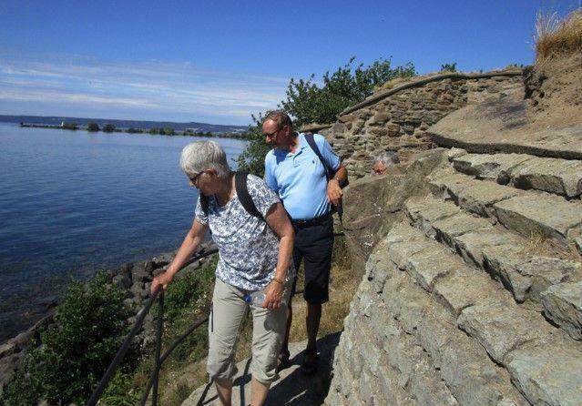 Britten och Berndt vid Näs slottsruin längst i söder