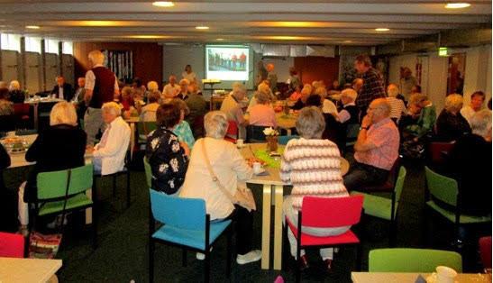 Seniorer samlade i den nya lokalen