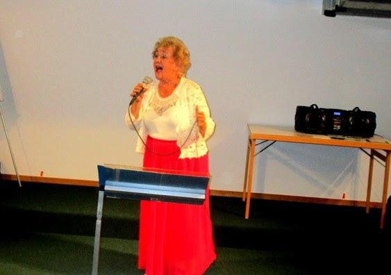 """Elisabeth Assarsson Marsh framför en av hennes utvalda sånger med """"höga c"""""""